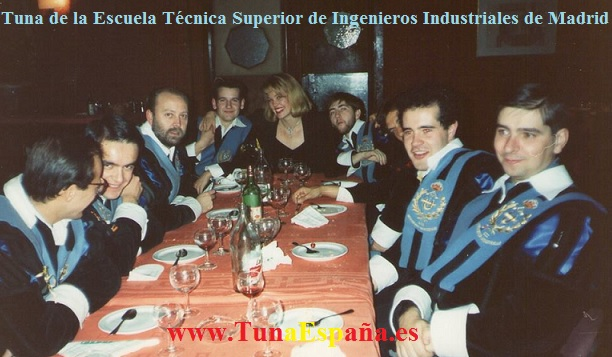 Noviembre 1990 - Madrid - Tuna de Ingenieros Industriales de Madrid - Rodaje en Barajas de la película Yo me bajo en la próxima, y usted,h